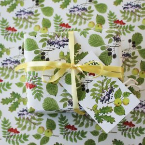 Tree leaves gift wrap